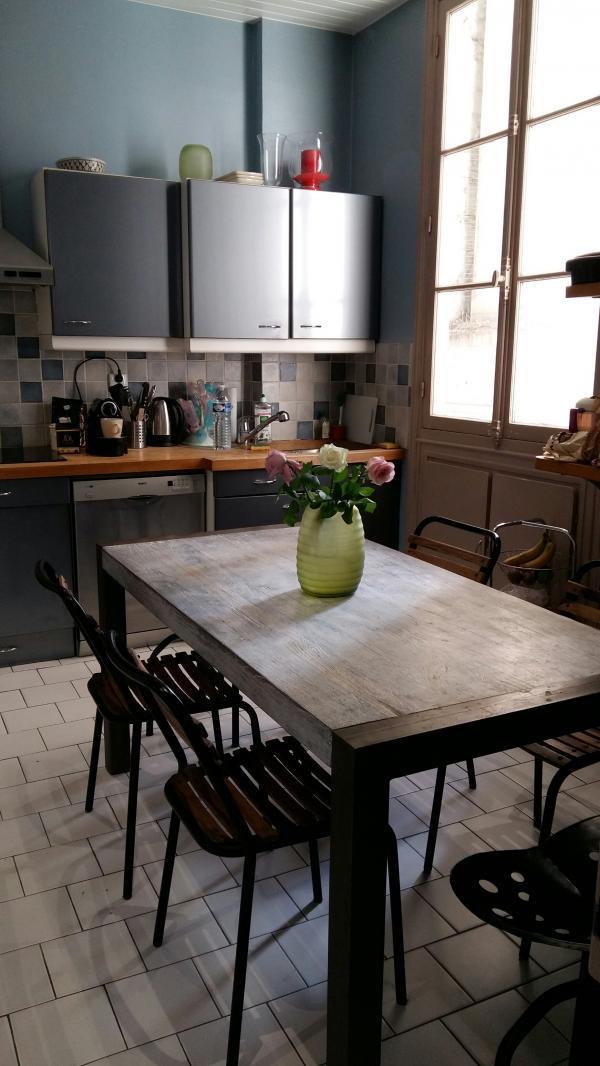 Tafel, stoelen en krukken van PIB voor een warme keuken!