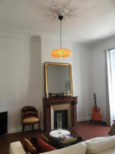 Gresskar hanglamp! Perfecte combinatie met de kroonlijst! En het schoorsteenglas. Bedankt PIB!