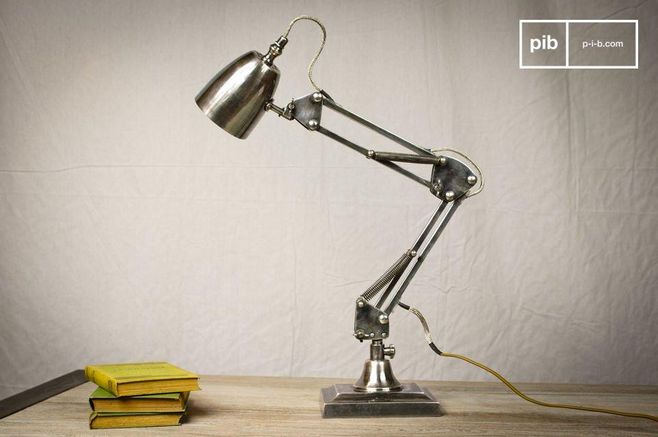 Naast het feit dat deze lamp heel praktisch is, heeft de 1955 lamp heeft onmiskenbaar retro look en een hoogwaardige afwerking