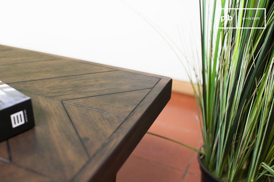 Het tafelblad van de Alienor tafel toont een elegante stijl dankzij het visgraten motief verwerkt in