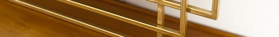Benadrukte materialen Alma gouden spiegel