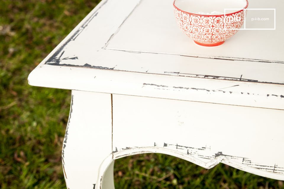 Deze tafel is volledig gemaakt van handgeschilderd iepenhout