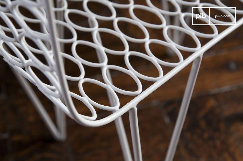 De Andover bijzettafel is een design meubelstuk die opvalt door de lichte structuur en de mooie
