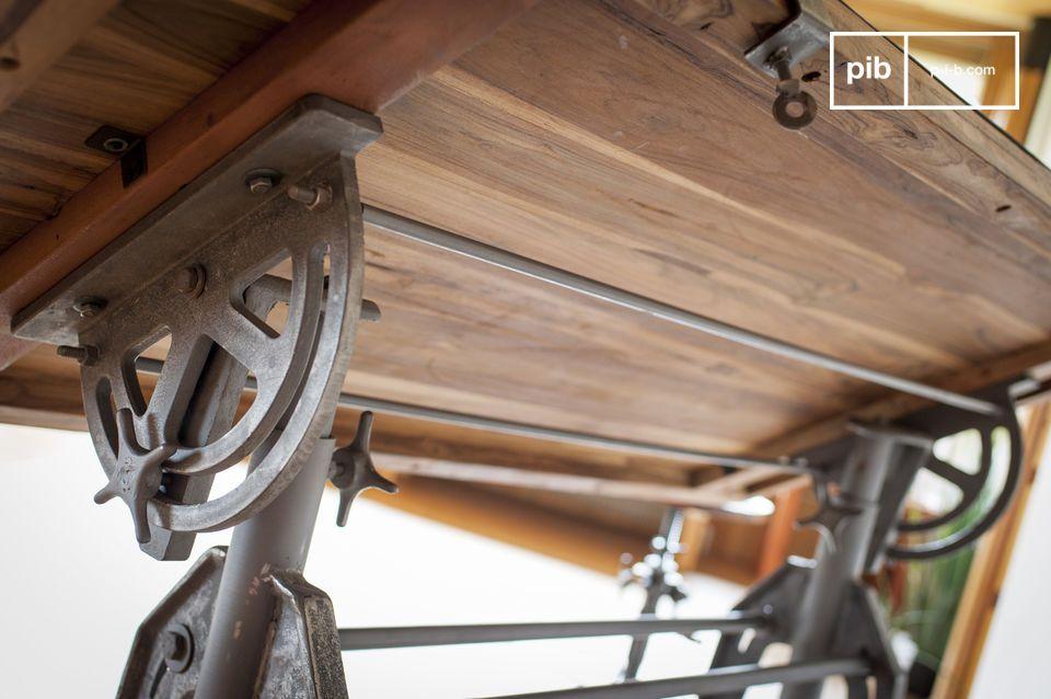 Dit massief hout is afkomstig van oude houten gebouwen of oude boten