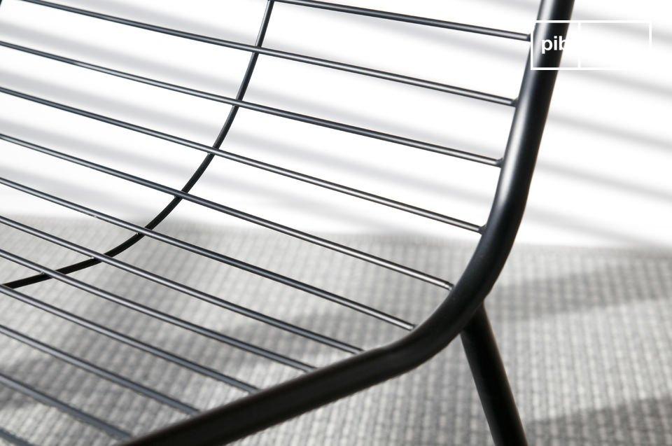 De fauteuil zorgt voor goed zitcomfort ondanks de fijnheid van het kussen