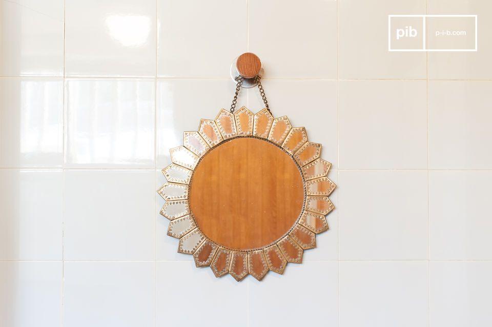 Een prachtige Moorse, op de zon geïnspireerde spiegel
