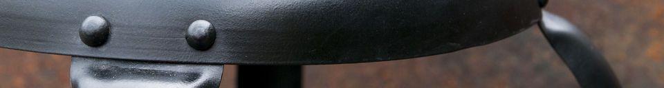 Benadrukte materialen Barstoel met zwarte klinknagels