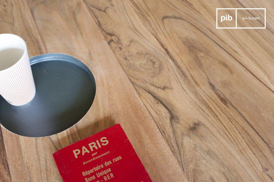 De Bascole houten salontafel combineert sobere lijnen en een grafische touch door het ontwerp van de