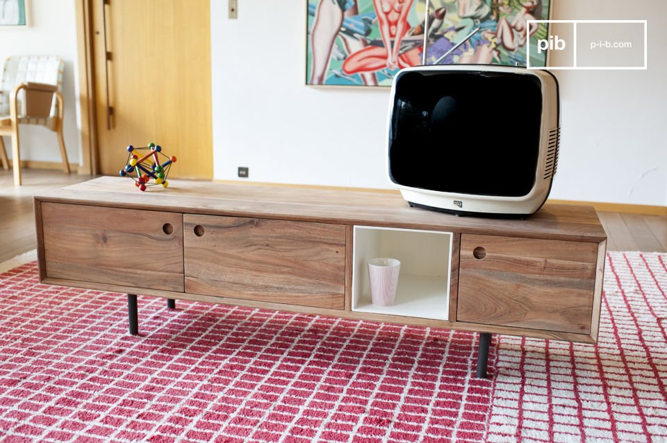 Het ontwerp is volledig gemaakt van massief acaciahout met een matte afwerking