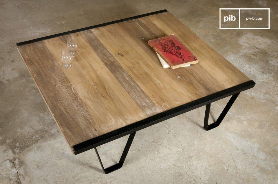 Hergebruikte salon tafel van teak met vintage stijl