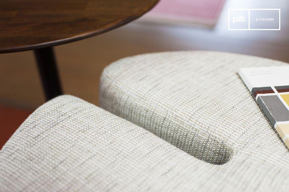 Met een mooi contrast tussen het donkere houten acacia hout en het heldere textiel
