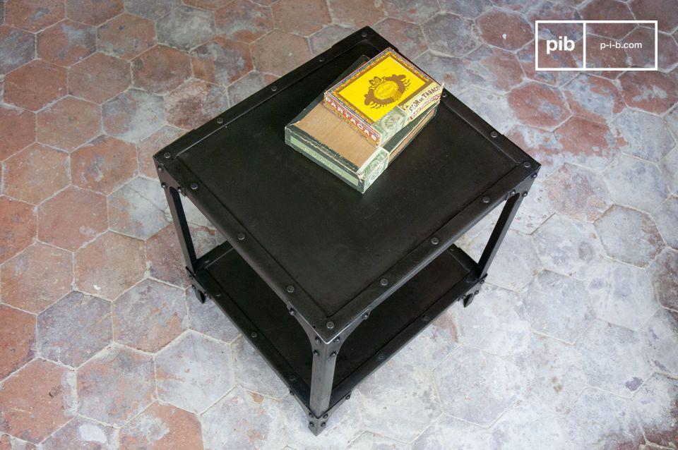 Kubusvormige metalen tafel, glanzend zwarte afwerking