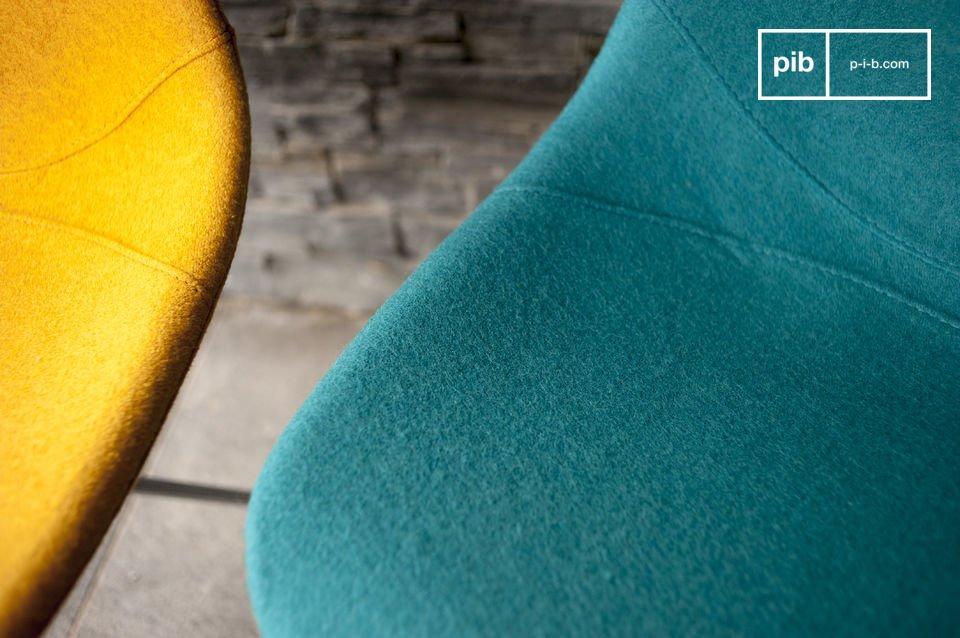 De Piramis stoel is ideaal voor in woonkamer, slaapkamer of voor op kantoor