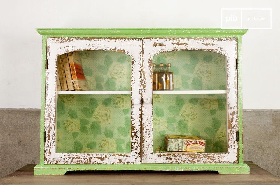 Dit kastje is gemaakt van hout en glas en kan gemonteerd worden aan de wand of op vrijstaand gebruikt worden