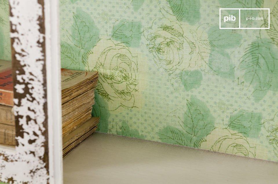 Dit kastje is gemaakt van hout en glas en kan gemonteerd worden aan de wand of vrijstaand gebruikt