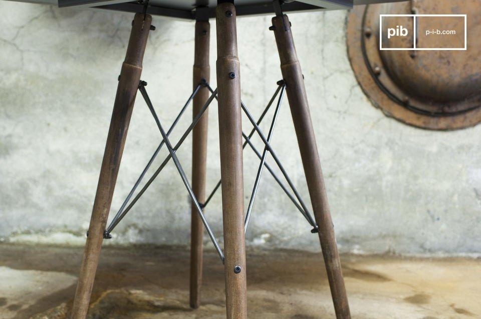 De Bow bistrotafel combineert elegantie met een uniek industrieel design
