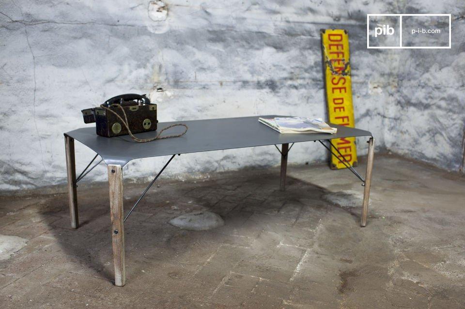 Een tafel met zowel een gepolijste als industriële stijl