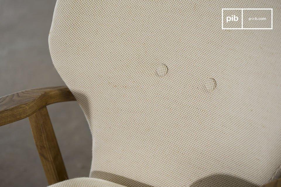 Deze fauteuil is geïnspireerd op de Scandinavische stijl van de jaren \'50 en is de plek om te ontspannen na een lange werkdag