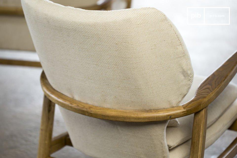Daarnaast heeft de fauteuil ook een hoge rugleuning die ook goed gevuld is