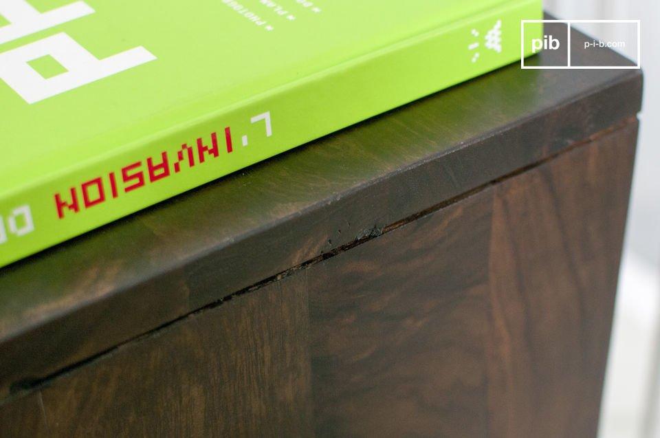 De ruimte achter de schuifdeuren van het Brown\'n White meubelstuk is ideaal om spullen in op te