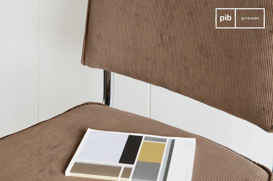 Goed gevuld met schuim, de zitting en rugleuning bieden veel comfort en daarom kan het goed gebruikt worden als bureaustoel