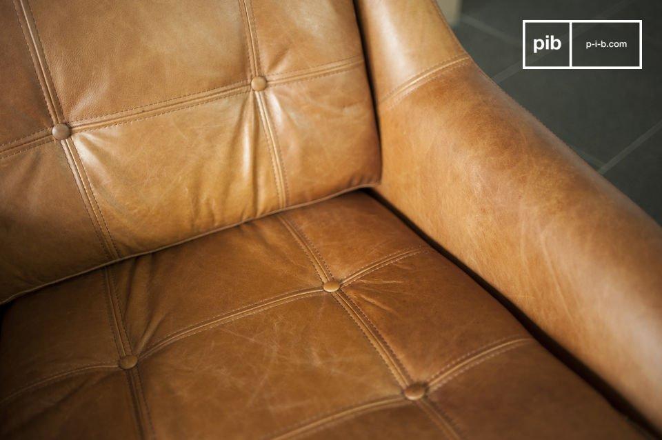 De rest van het fauteuil is volledig gemaakt van volnerf leer en heeft een mooie cognac kleur