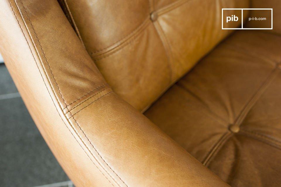 De dikte van de kussens en de royale afmetingen geven de fauteuil een hoge mate van comfort dat je