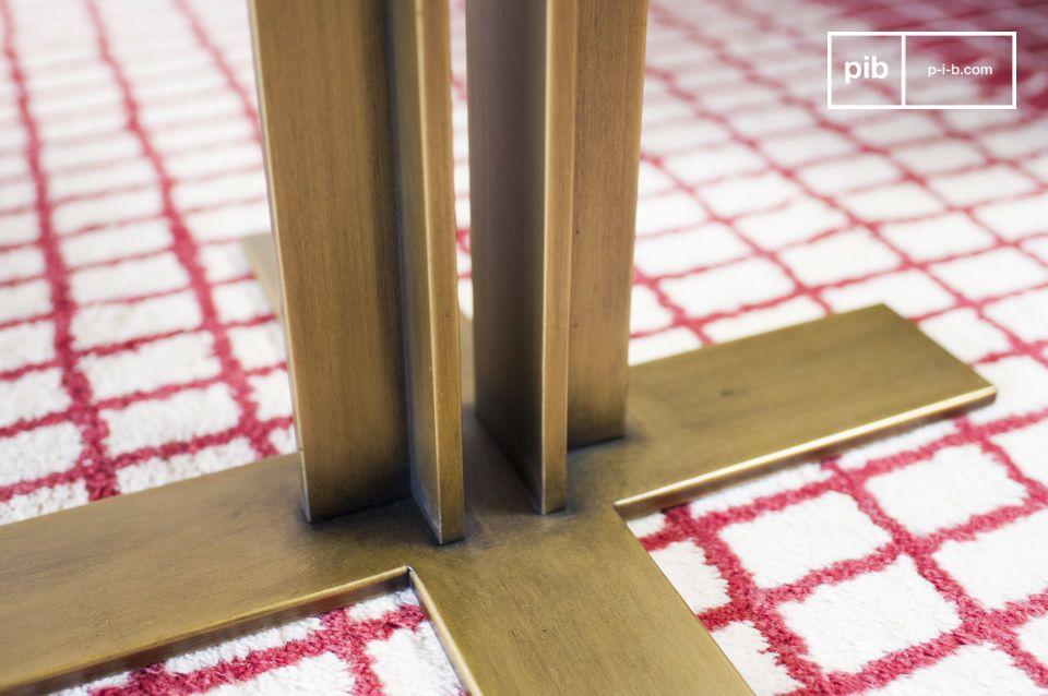 Het contrast tussen de verticale poten en de tafelranden leggen de nadruk op het tafelblad