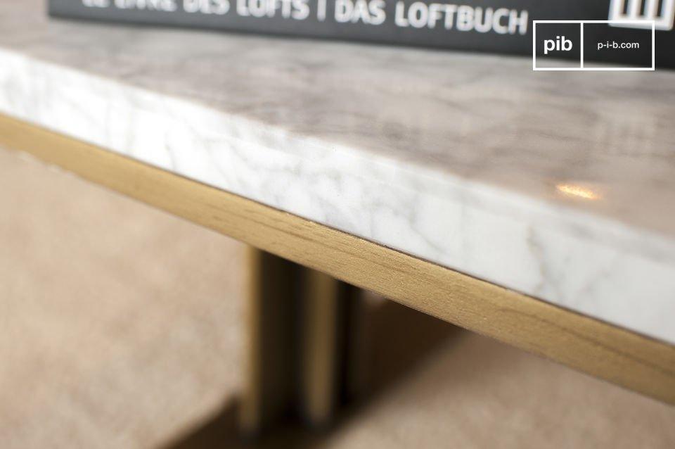 De afgeronde randen van de tafel en het gebruik van koper geven deze tafel een elegante retro look
