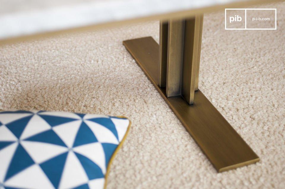 Om de stabiliteit van de tafelblad te waarborgen is het marmer uitgelijnd met een houten paneel
