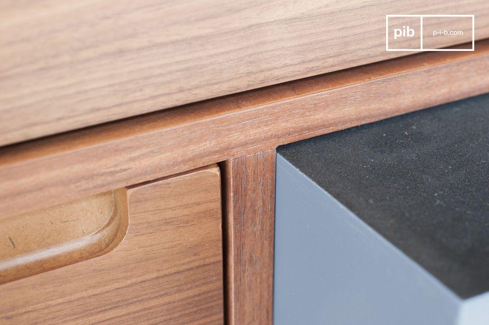 Dit meubelstuk is ideaal voor zowel een modern als een vintage interieur