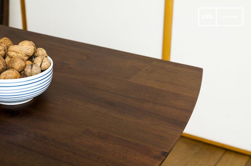 De Chinatown eettafel doet denken aan de scandinavische stijl uit midden twintigste eeuw dankzij het