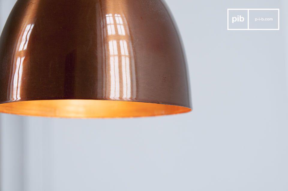 De lamp zorgt voor een unieke look en kan boven een tafel of bar gehangen worden