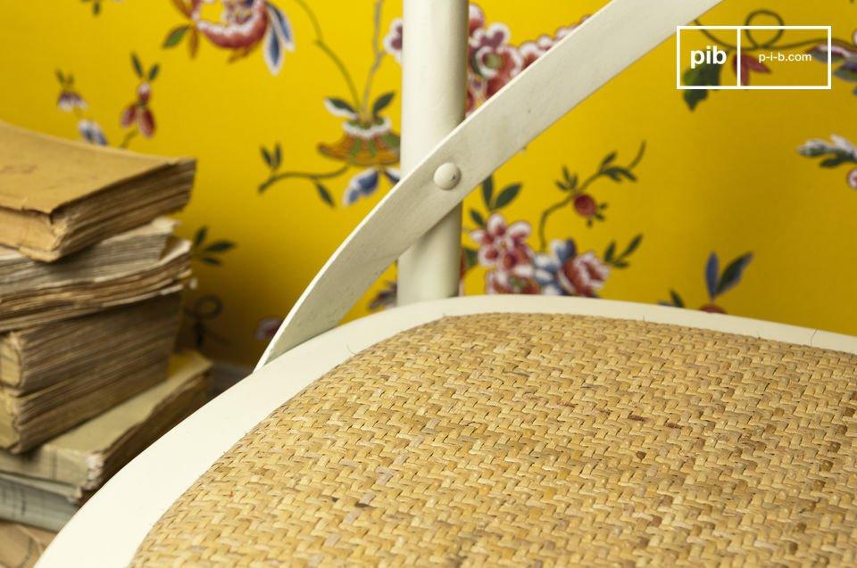 Kies voor deze beukenhouten stoel om een retro touch toe te voegen aan je tafel