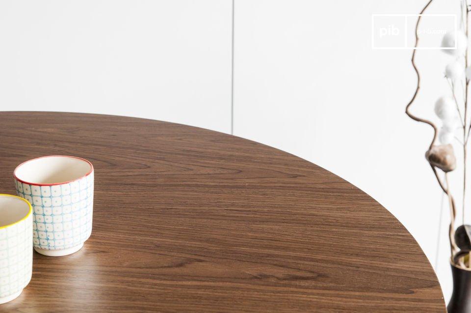De Daire tafel is een elegante Scandinavische tafel die is geïnspireerd op de Scandinavische stijl