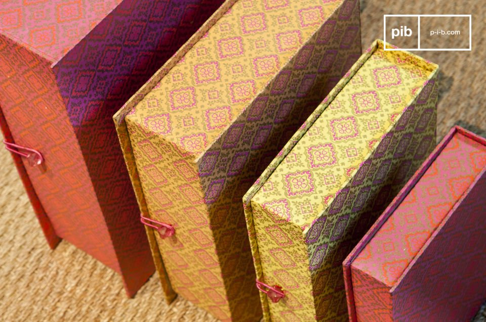 Kleurrijke dozen met een antiek karakter