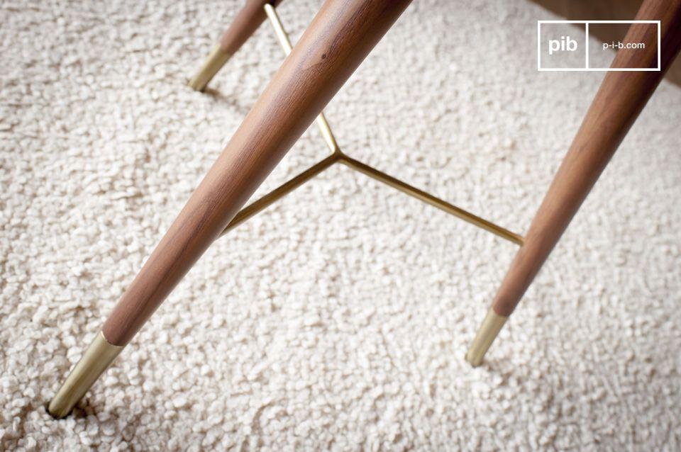 Het resultaat is van grote elegantie, perfect in een woonkamer in de buurt van een fauteuil of bank