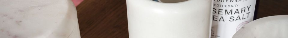 Benadrukte materialen De wit marmeren houder Wäg