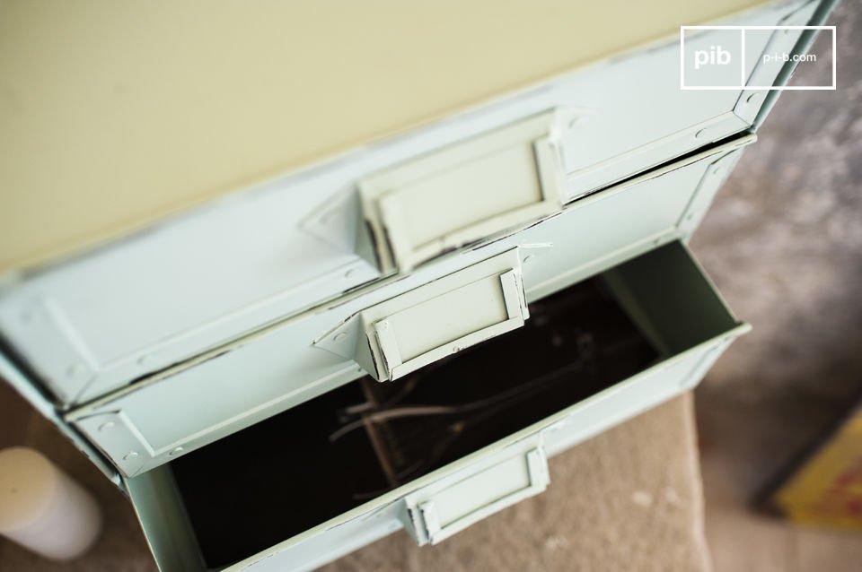 De Delray ladekast is een klein meubelstuk die je zal helpen om al je belangrijke documenten op te