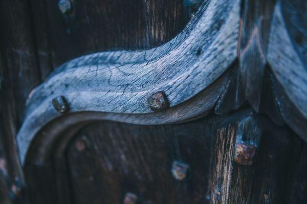 Donkere houten spiegel