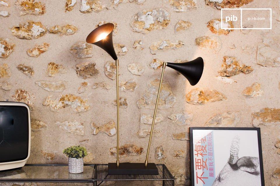 De lamp is ideaal voor op een dressoir in de woonkamer