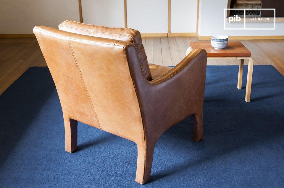 Met zijn elegantie heeft de Edinburg fauteuil een tijdloze retro stijl
