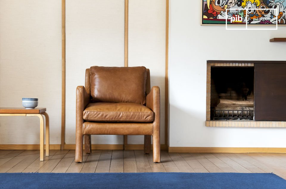 De afwerking van deze bijzondere stoel is gemaakt van volnerf leer en precieze naden