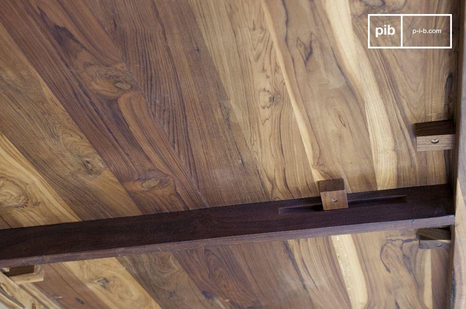 Grijze eettafel ontworpen met staal en edel hout