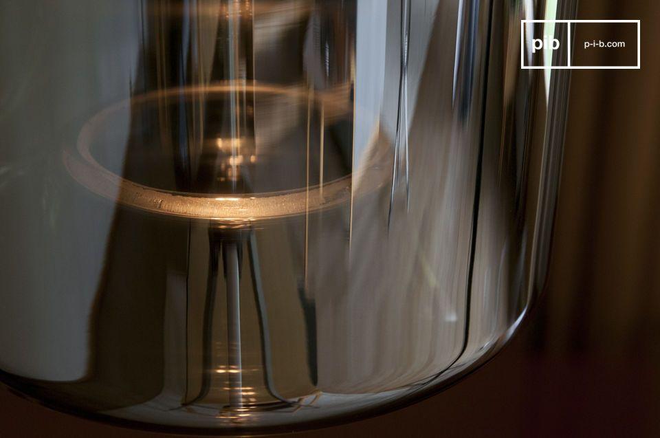 Met zijn vintage uitstraling en moderne afwerking combineert deze Elixir glazen hanglamp de charme