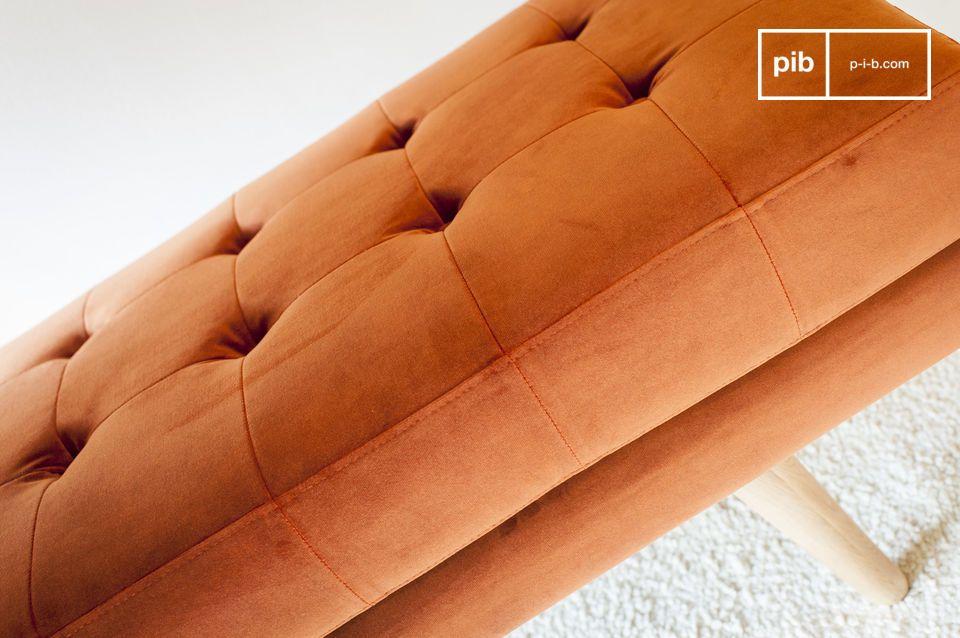 Het Elmas fluwelen bankje is het perfecte model om kleur en karakter naar je kamer te brengen
