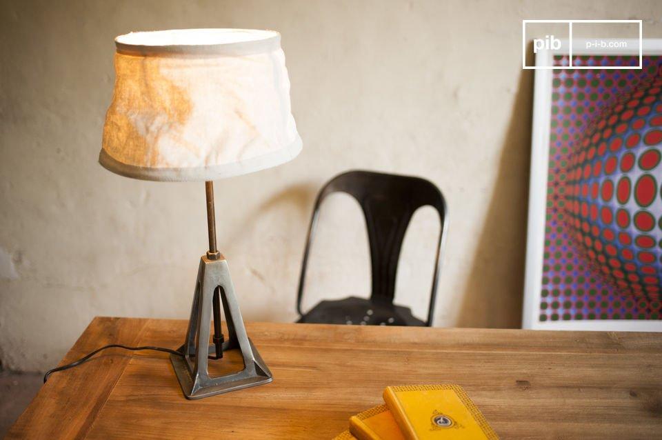 De Eprion lamp een perfect voorbeeld van een retro lamp met een sterk industrieel karakter die de stijl van je interieur zal benadrukken