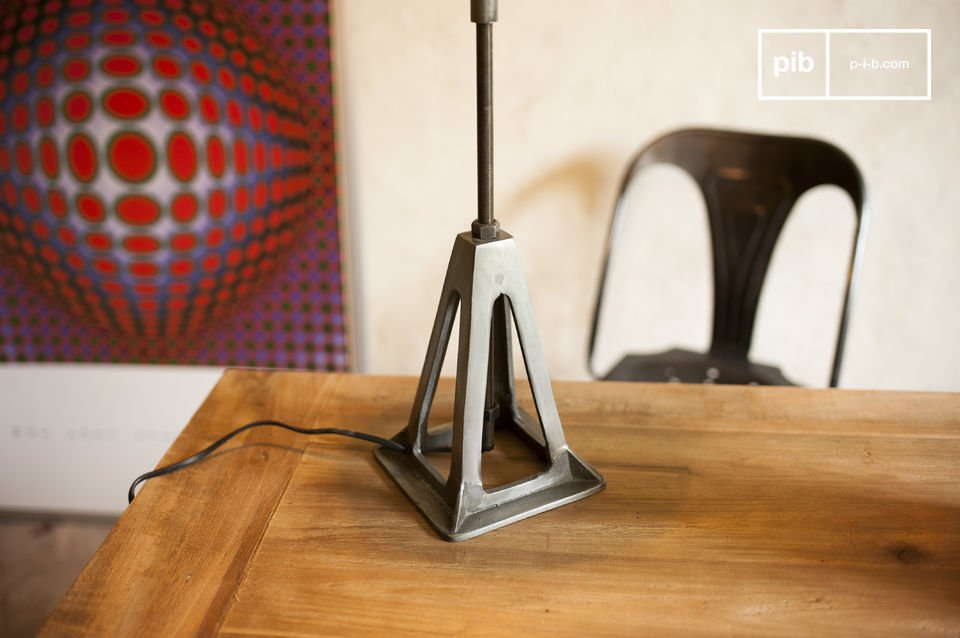 De Eprion lamp is een perfect voorbeeld van een retro lamp met een sterk industrieel karakter die de