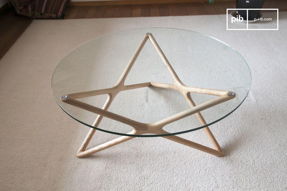 De bijzonder discrete en verfijnde lijnen van de Estrella glazen salontafel geven het meubilair een