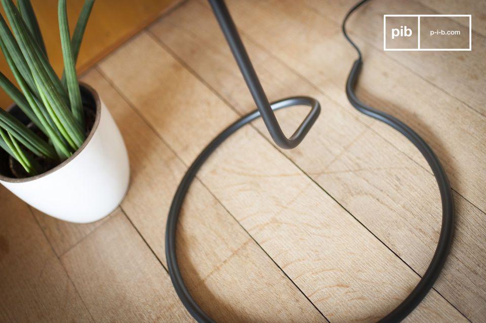 De Eugenia draad leeslamp wordt in een perfecte verticale positie geplaatst en biedt u het karakter